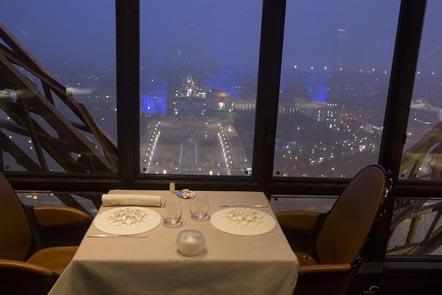 Une autre table au Jules Verne © Maurice Rougemont