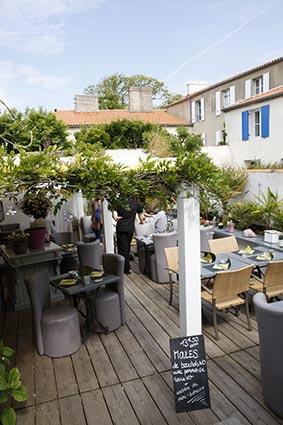 La terrasse © Maurice Rougemont