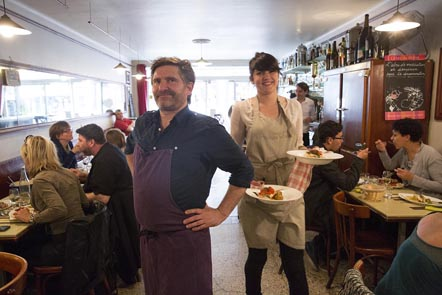 Antoine Anclin et la serveuse