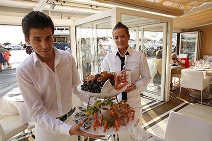 Le service des fruits de mer © Maurice Rougemont