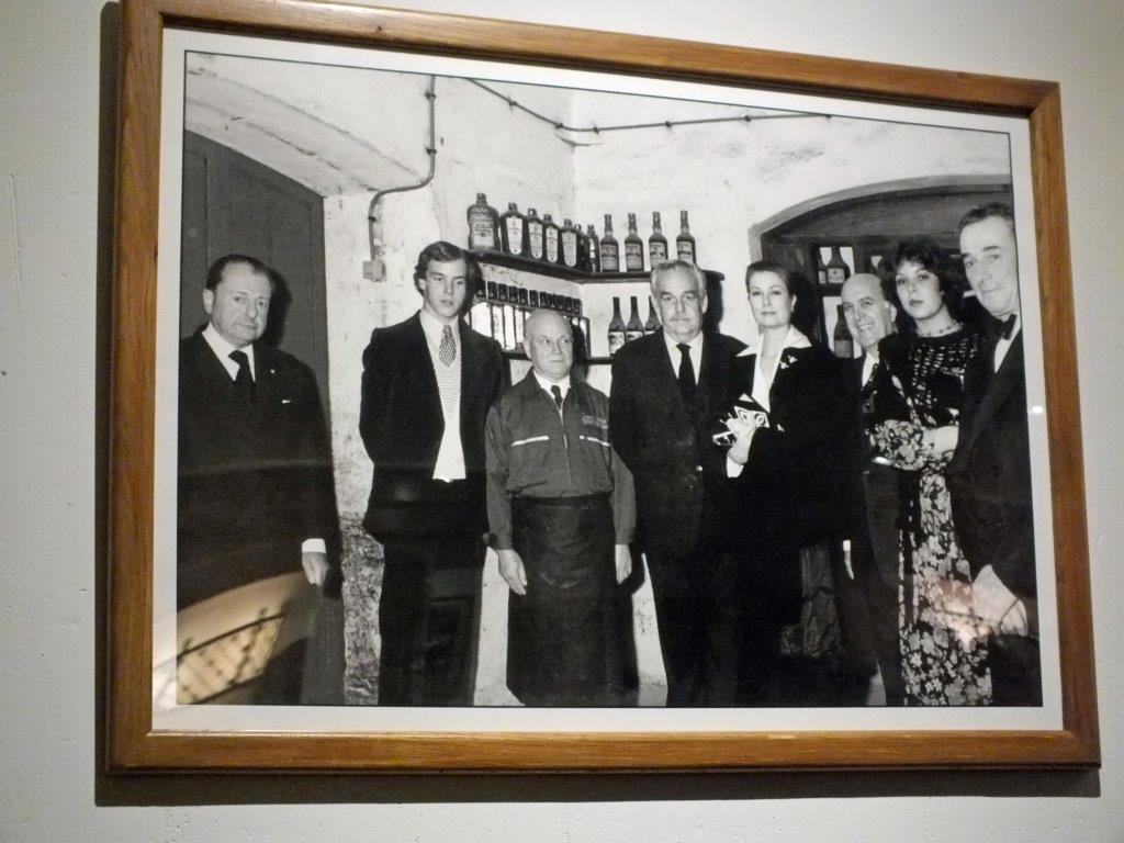 La famille princière en cave © AA