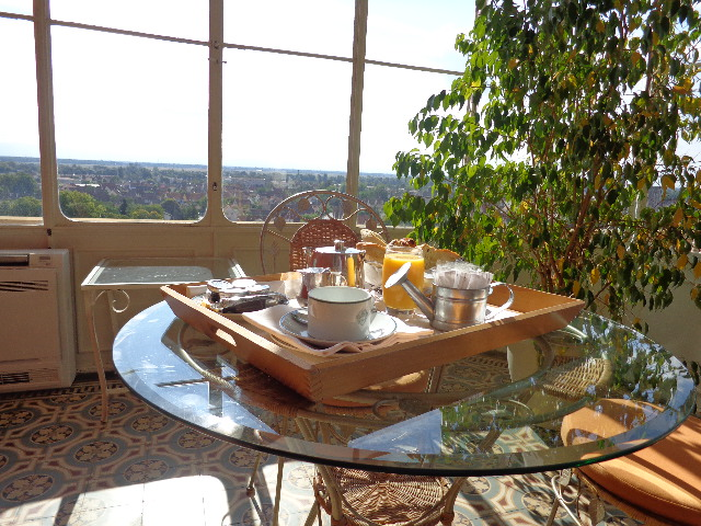 Petit déjeuner sur la véranda © GP