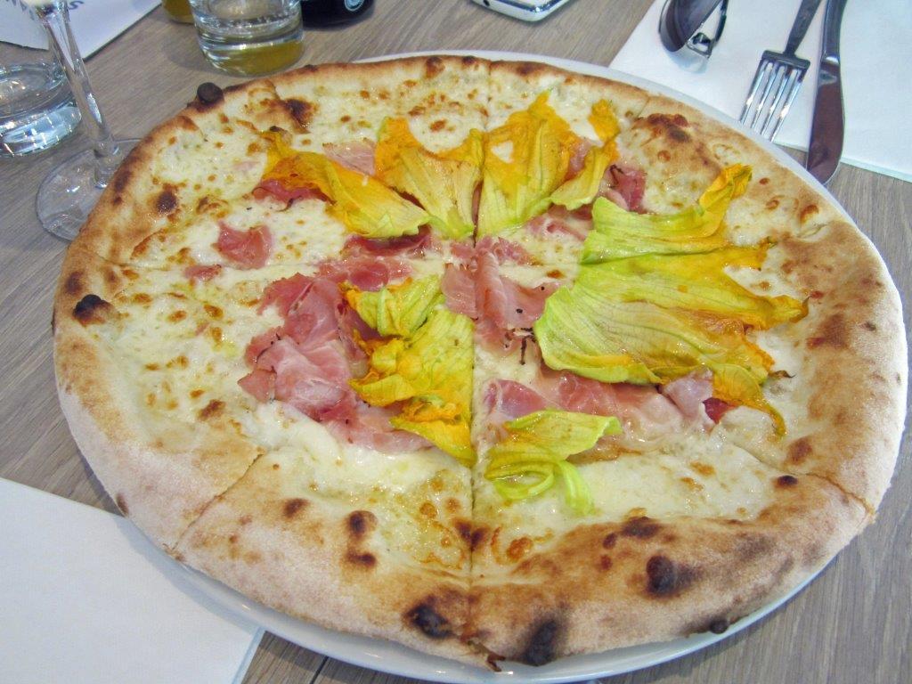 Pizza Mama Mia ©AA