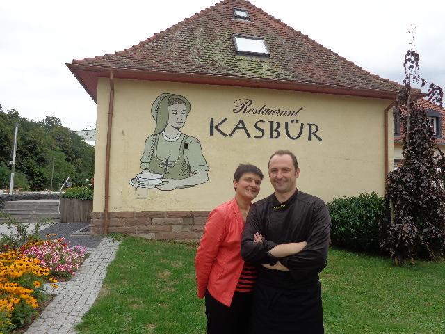 Béatrice et Yves Kieffer devant le Kasbür© GP