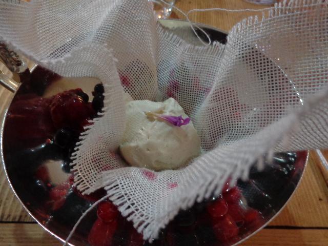 Fruits des bois et glace au calament © GP