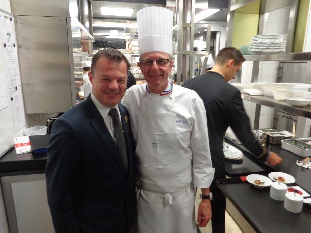 En cuisine, avec le sommelier et Michel Nave © GP
