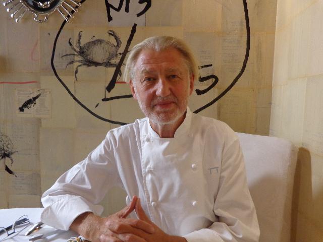Pierre Gagnaire à sa table © GP