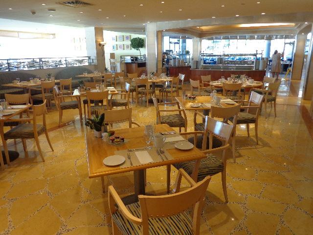 La salle du Café Med © GP