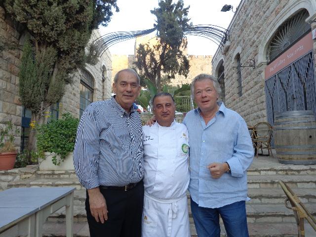 Avec Shalom et Moshe Basson, sous la porte de Jaffa © GP