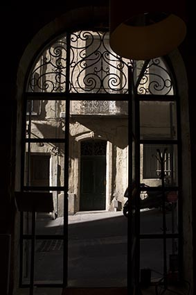 Vue sur la rue © Maurice Rougemont