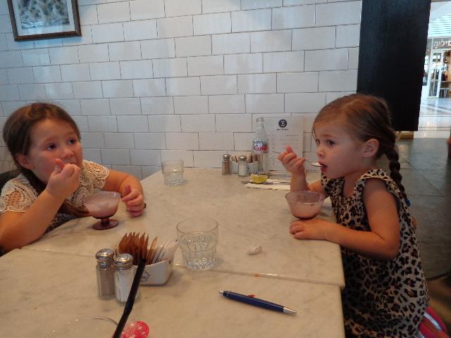 Les enfants adorent les glaces chez Brown © GP