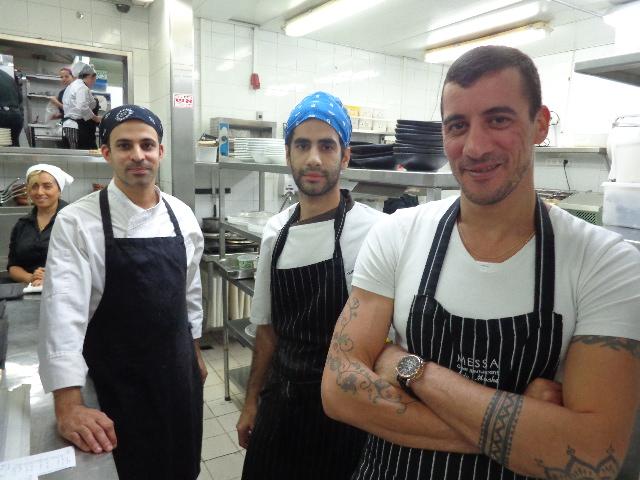 Aviv Moshé en cuisine ©GP