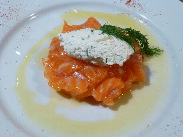 Tartare de saumon crème d'aneth © DC