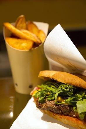 Bull Burger ©Maurice Rougemont