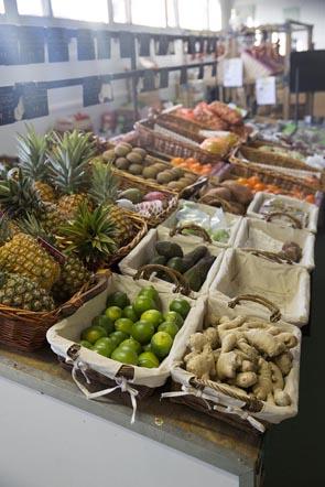 Légumes et fruits sur l'étal © Maurice Rougemont