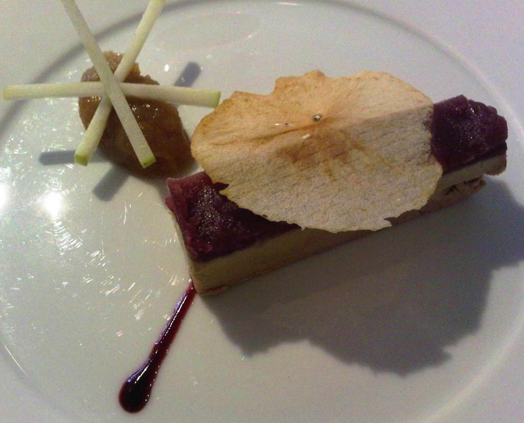 Foie gras de canard, gelee de pomme verte et vin rouge© SK