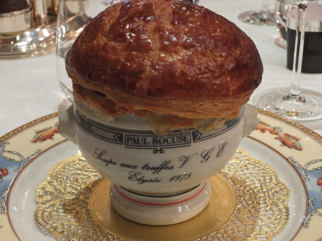 Paul bocuse l 39 auberge du pont de collonges restaurant - Livre de cuisine paul bocuse ...