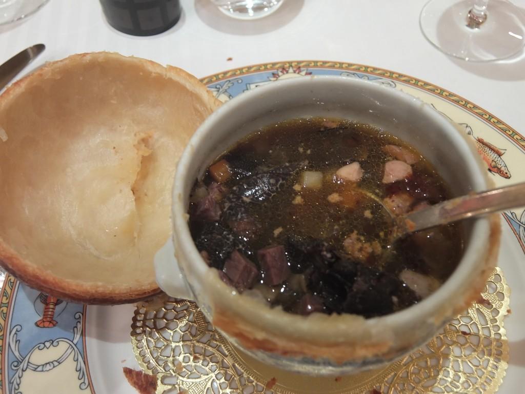 Soupe aux truffes VGE sous la croûte © GP