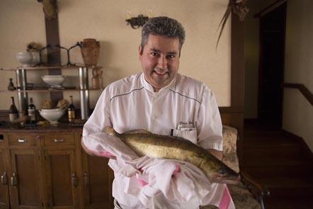 Didier Doreau en cuisine © Maurice Rougemont