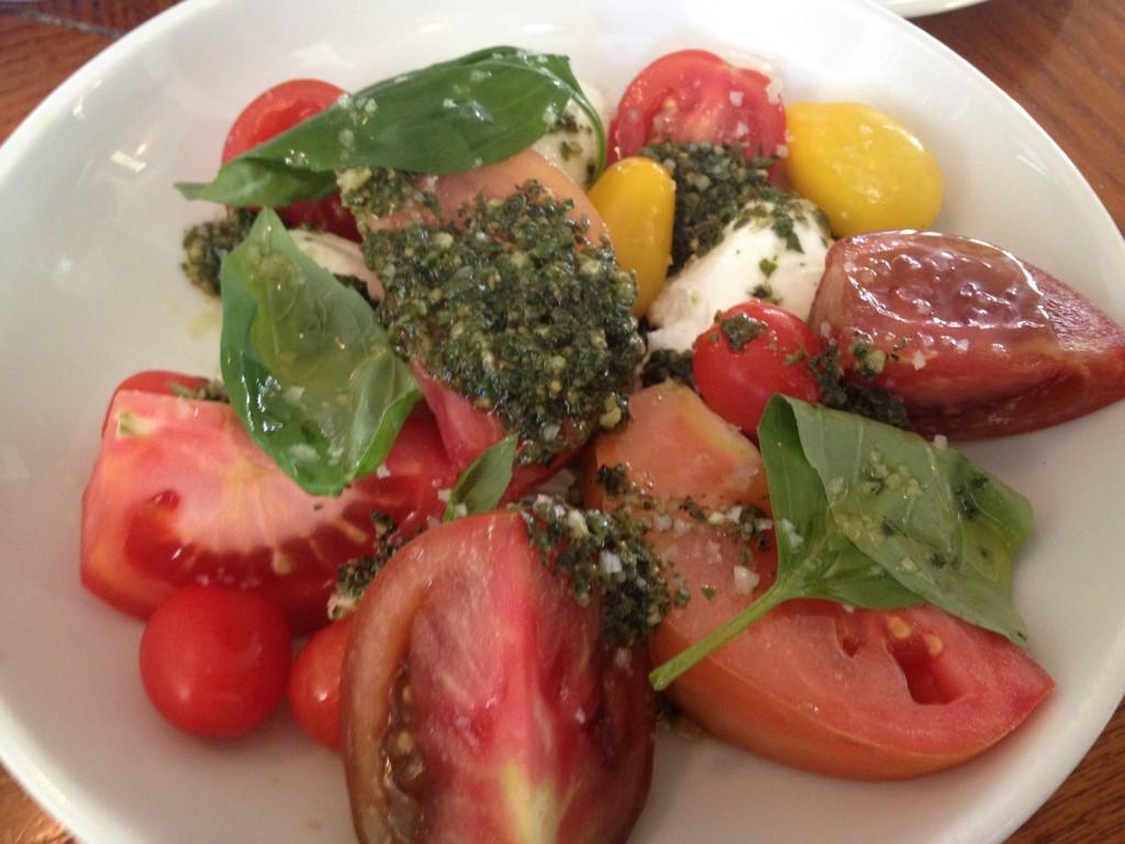 Tomates et mozzarella au pesto © GP