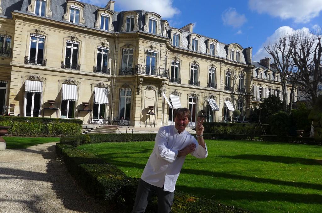 Jean-Pierre Vigato devant sa demeure © GP