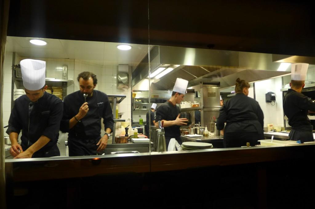 Cyril Lignac en cuisine © GP