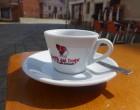 Un café sur la place © GP
