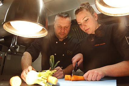 En cuisine © Maurice Rougemont