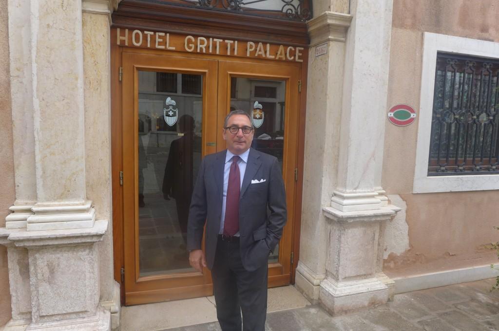 L'entrée et le directeur Paolo Lorenzoni ©GP