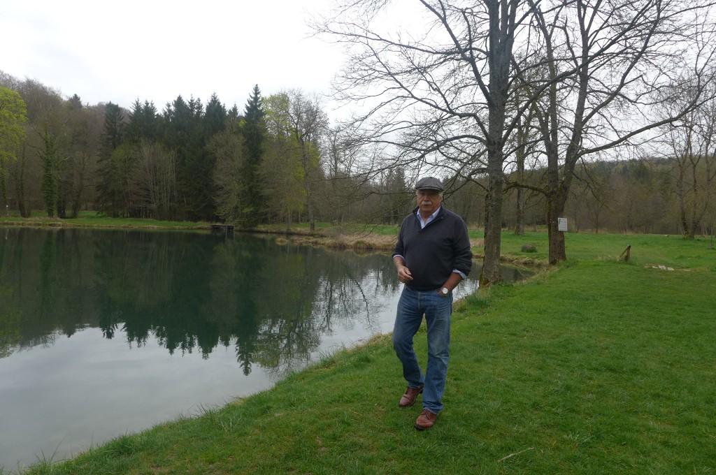 Bruno et un étang © GP