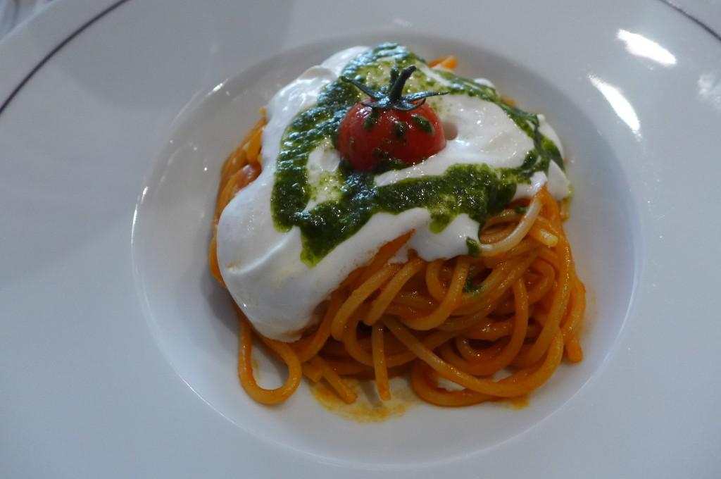 Spaghetti, tomate, burrata © GP