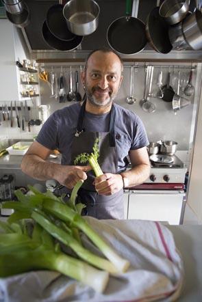 Xavier en cuisine © Maurice Rougemont