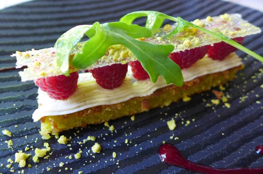 Gênoise pistache et framboises ©GP