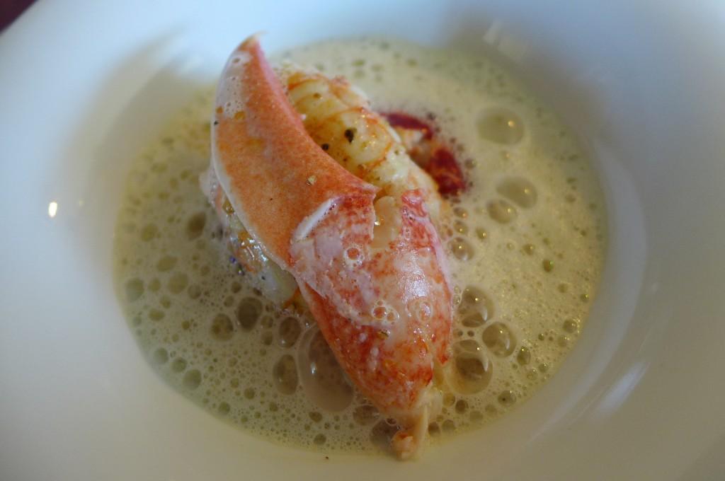 Homard et langoustine, bouillon à la réglisse ©GP