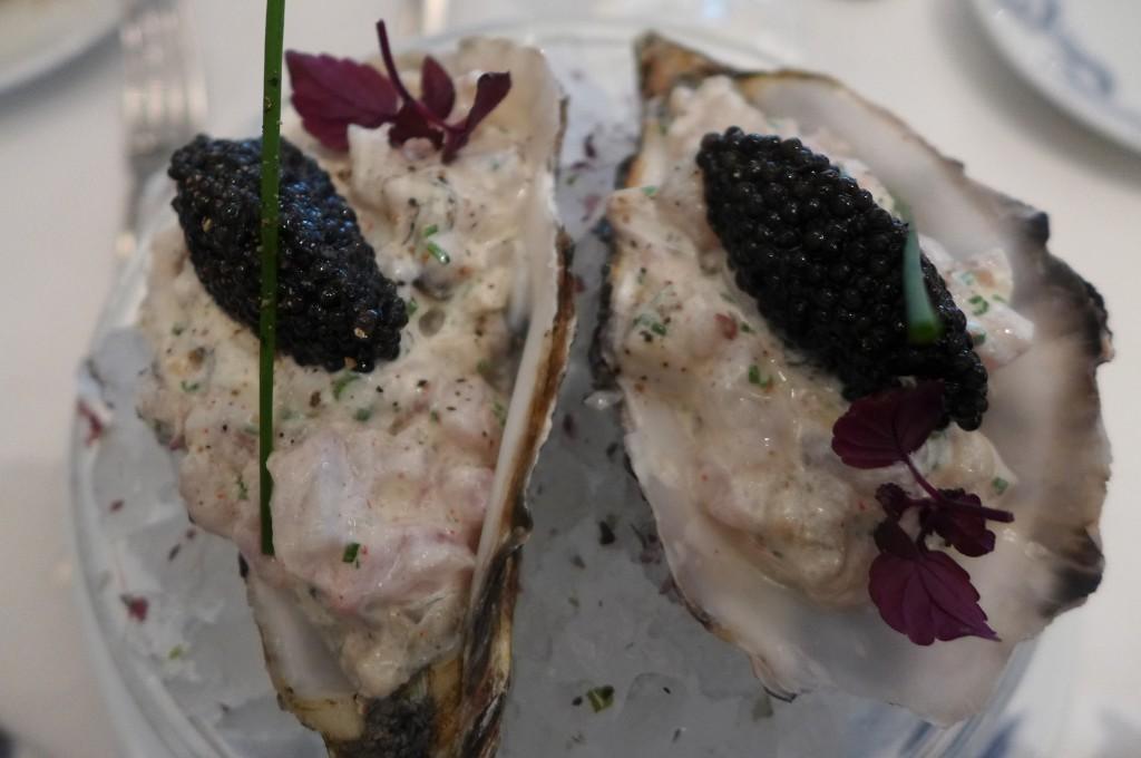 Tartare de bar et d'huîtres au caviar © GP