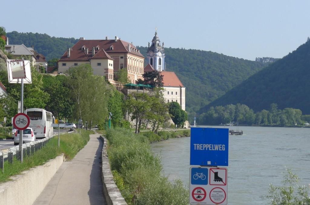Vue du château et de l'abbaye ©GP