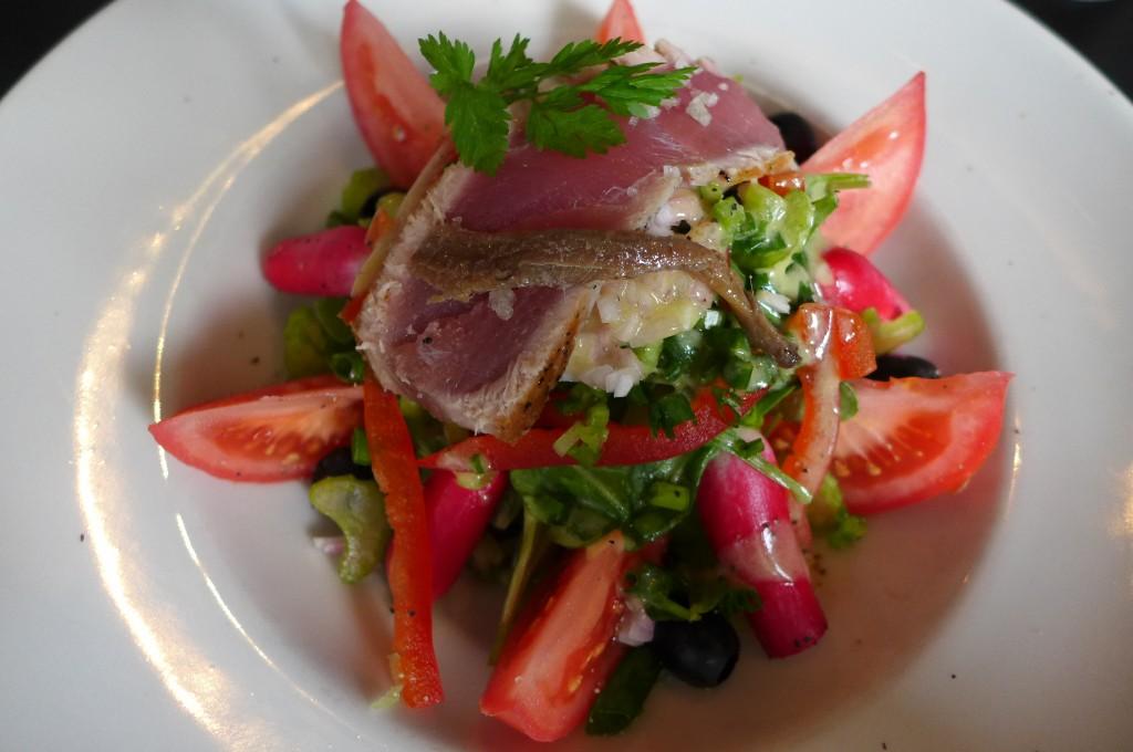 Salade niçoise au thon mi-cuit © GP