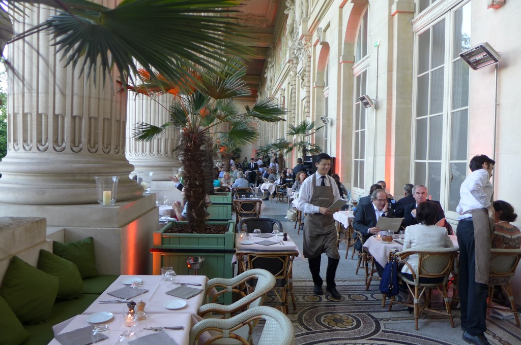 Mini palais au grand palais restaurant paris 8e un for Restaurant avec jardin terrasse paris