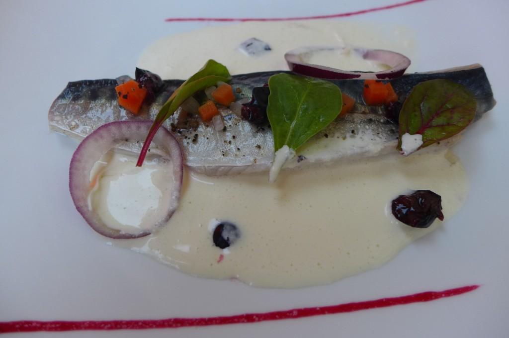 Maquereau cuit au vin blanc sauce raifort ©GP