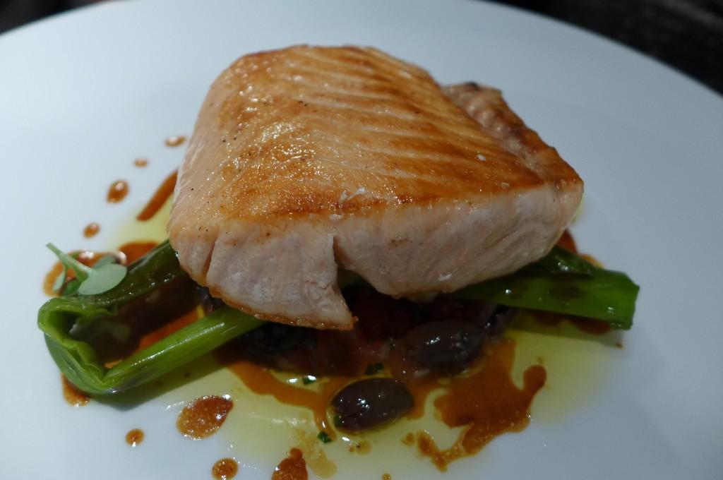 Dos de saumon aux mini poireaux © GP