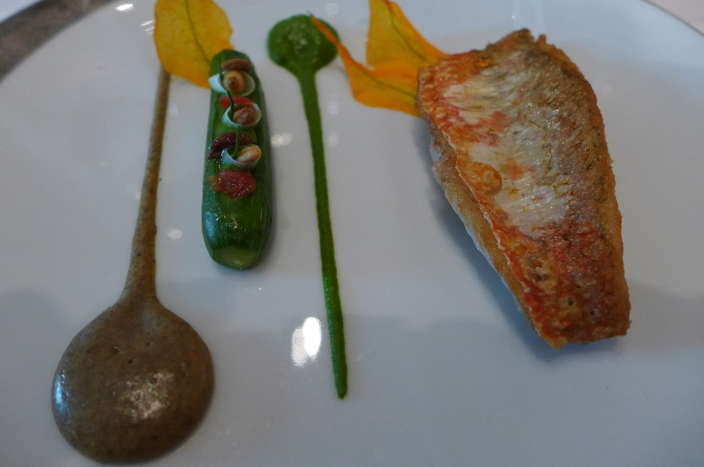 Rouget, courgette et tapenade © GP
