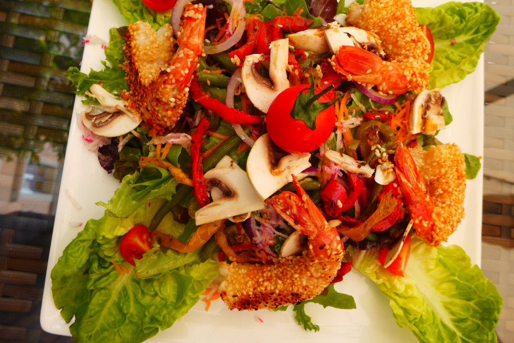 Salade de gambas panés au sésame © GP