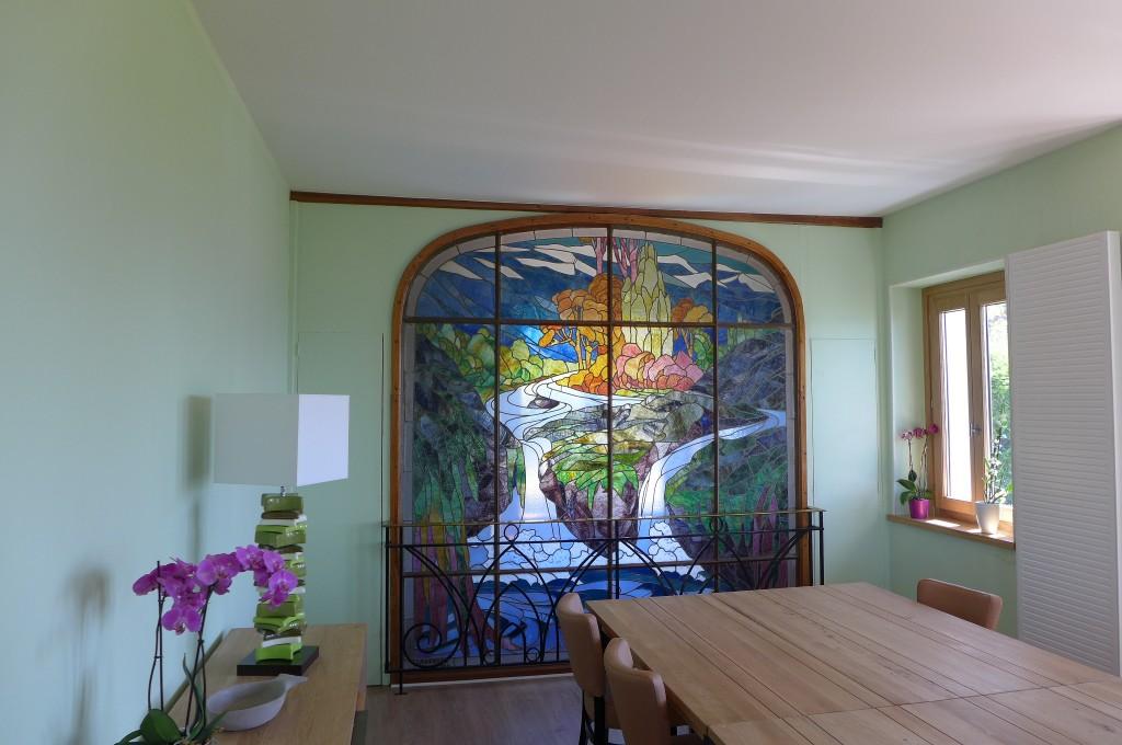 Table d'hôte et vitrail © GP