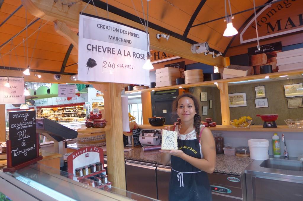 """Accueil au stand """"fromages"""" des halles ©GP"""