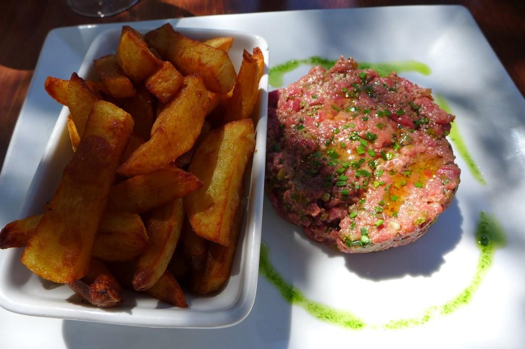 Tartare au couteau et frites © GP