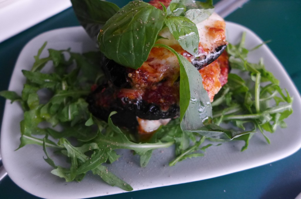Millefeuille d'aubergine tomate et mozzarella © GP