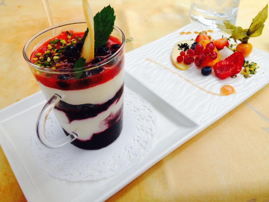Mascarpone, chocolat blanc et myrtilles © GP