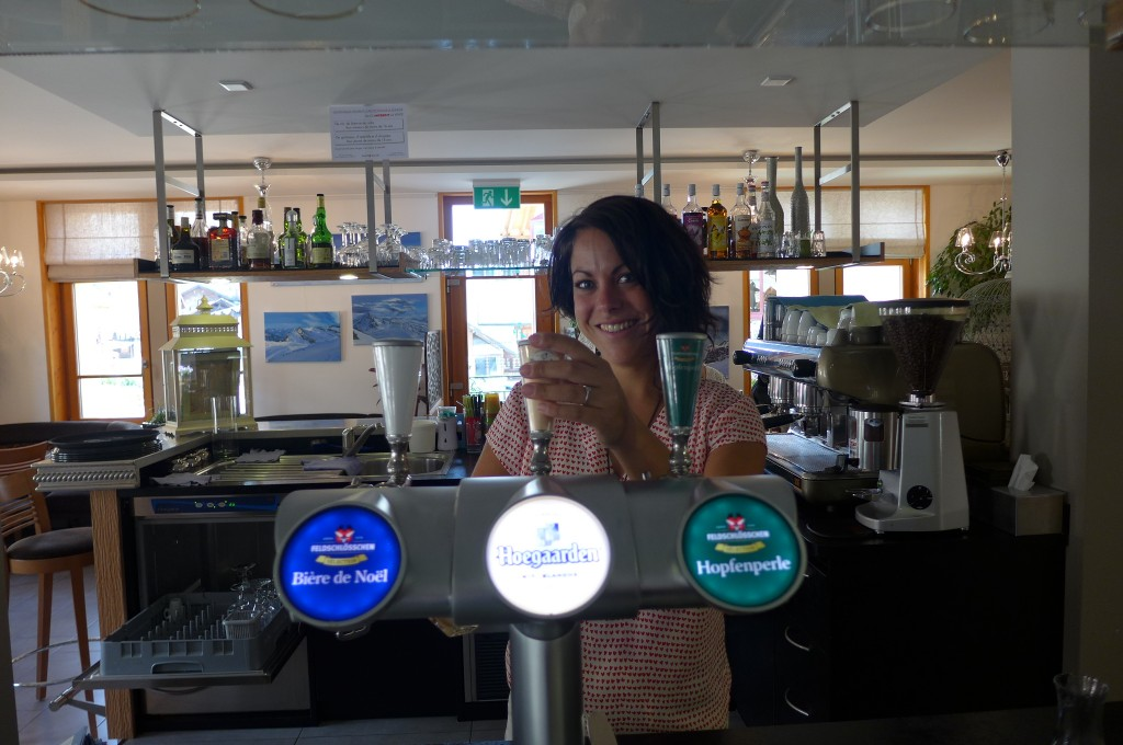 Marie-Anne au bar © GP