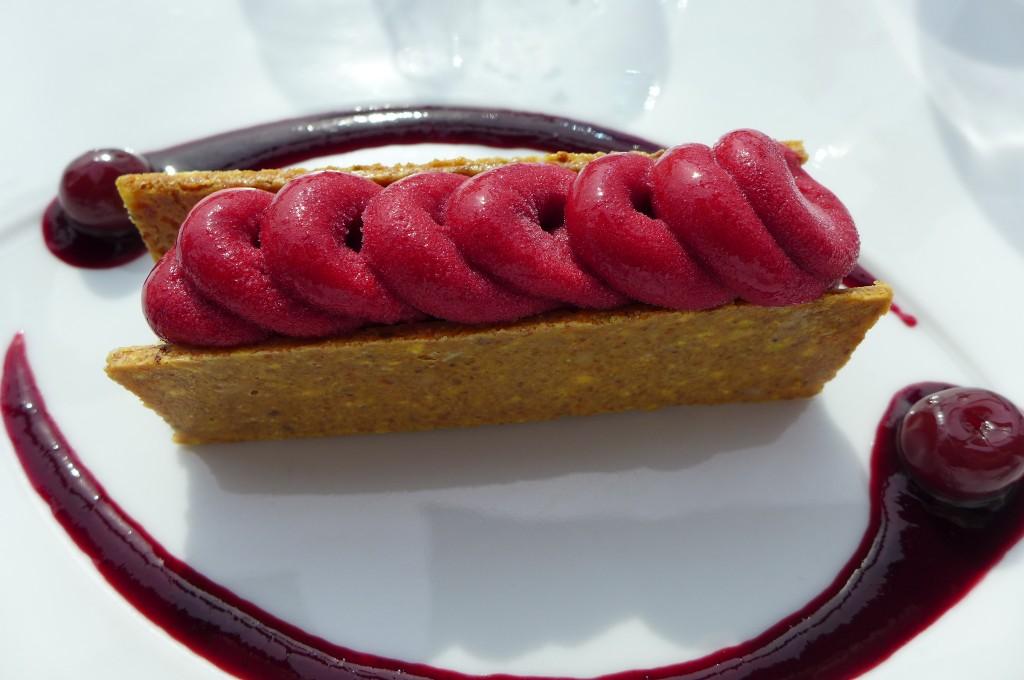 Nougat glacé pistache et sorbet griotte © GP