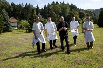 Jean-Georges Klein et ses cuisiniers © Maurice Rougemont